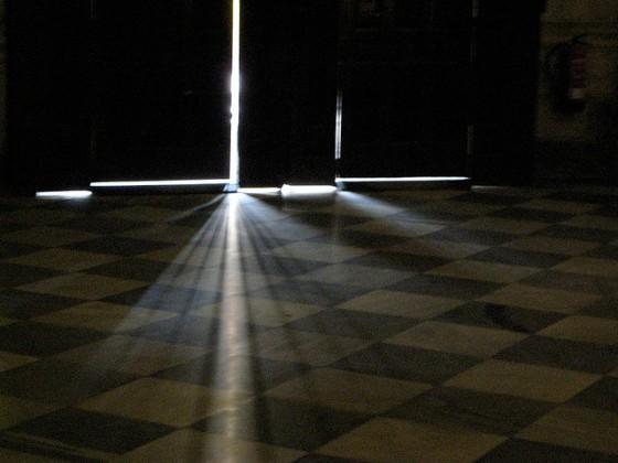 crack light on floor