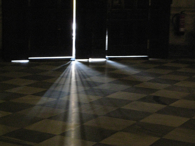 crack light on floor
