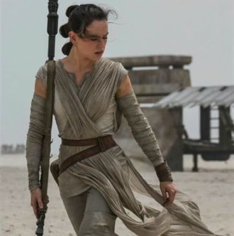 Daisy-Ridley-as-Rey-Star-Wars-The-Force-Awakens