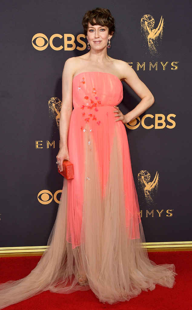 rs_634x1024-170917154102-634-emmy-awards-arrivals-2017-Carrie-Coon