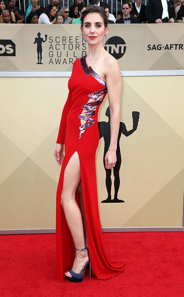 rs_634x1024-180121150208-634-red-carpet-fashion-2018-SAG-awards-alison-brie.ct.012118