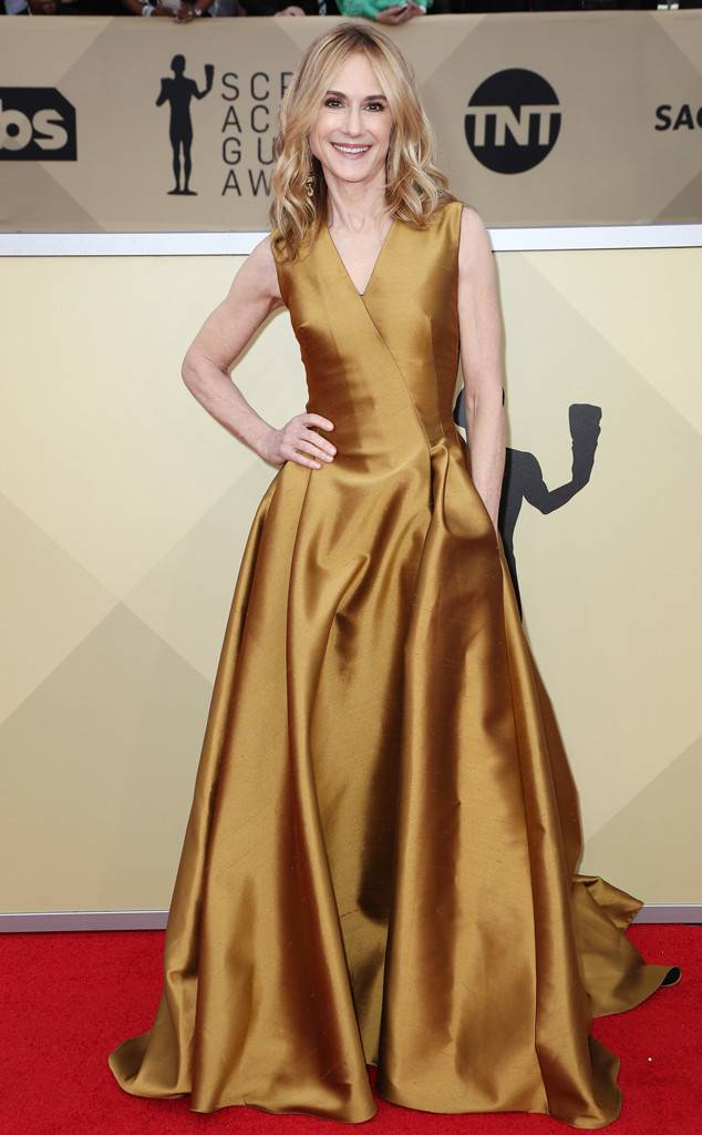 rs_634x1024-180121155512-634-holly-hunter-red-carpet-fashion-2018-SAG-awards