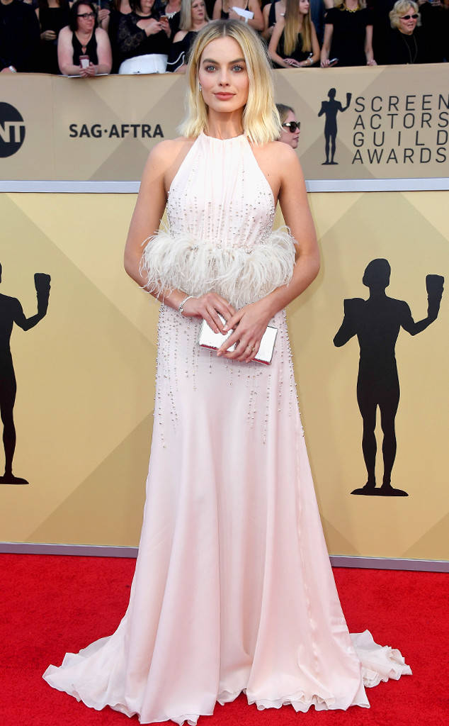 rs_634x1024-180121163027-634-red-carpet-fashion-2018-SAG-awards-margot-robbie-1.jpg