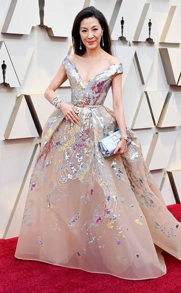 rs_634x1024-190224145535-634.michelle-yeoh-2019-oscar-academy-awards-red-carpet-fashions.ct.022419