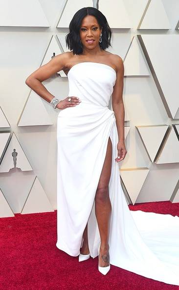 rs_634x1024-190224152538-634.regina-king-2019-oscar-academy-awards-red-carpet-fashions.ct.022419