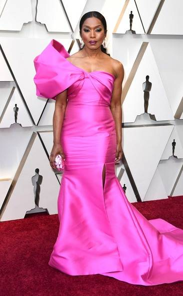 rs_634x1024-190224155013-634-2019-oscar-academy-awards-red-carpet-fashions-angela-basset.cm.22519