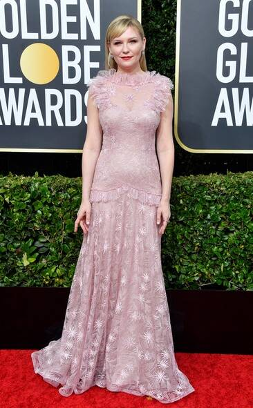 rs_634x1024-200105154907-634-2020-golden-globes-red-carpet-fashions-kirsten-dunst