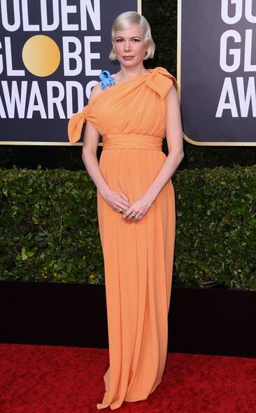 rs_634x1024-200105165324-634-2020-golden-globes-red-carpet-fashions-michelle-williams.cm.1520