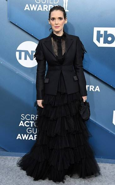 rs_634x1024-200119162255-634-winona-ryder-2020-SAG-Awards-red-carpet-fashions.ct.011920