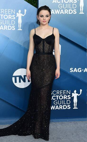 rs_634x1024-200119164501-634-joey-king-2020-SAG-Awards-red-carpet-fashions